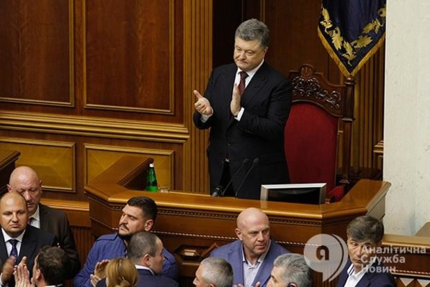 Президент предложил изменения в Конституцию, отменяющие неприкосновенность депутатов следующей Рады