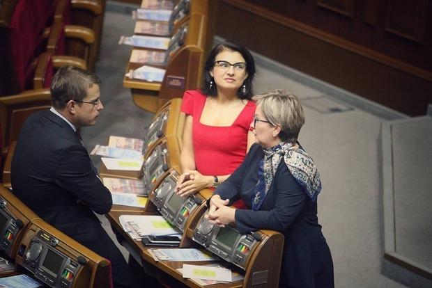 Депутатский гардероб: парламентская осень началась буднично, и только Войцицкая пришла в красном