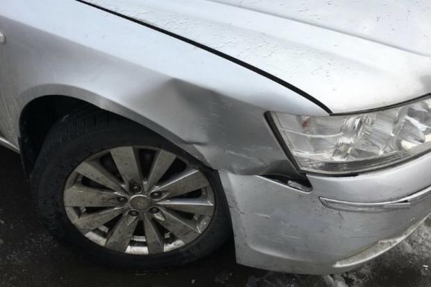 У Бучі п'яний підполковник на «євроблясі» розбив дві машини
