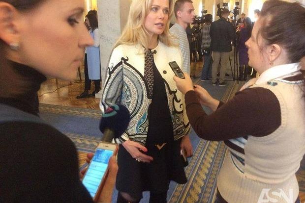 Фронтовичка Донец пришла в Раду в платье Louis Vuitton за 100 тысяч гривен