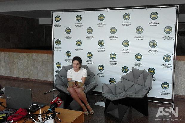 Шесть суток непрерывно: украинские студенты побили рекорд в чтении стихов