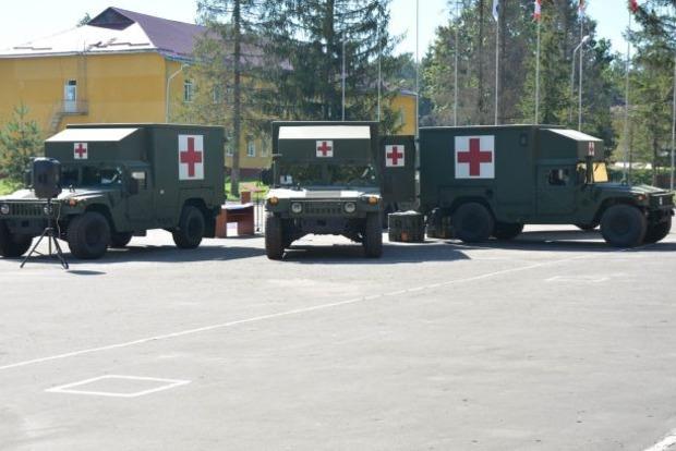 США передаст ВСУ бронированные автомобили медэвакуации - Муженко