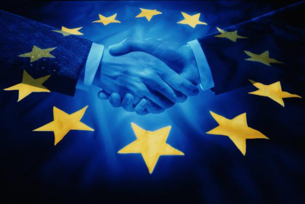Як українцям легально працевлаштуватися в ЄС і чи допоможе в цьому безвіз