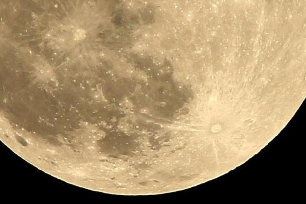 В Китае хотят запустить над городом искусственную «Луну»