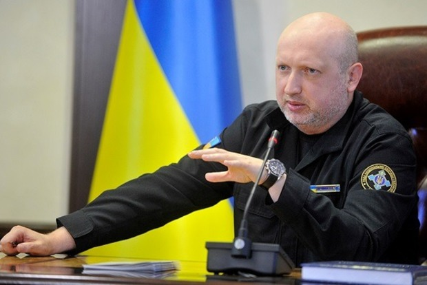 Турчинов вручил нацгвардейцам сертификаты на 76 квартир под Киевом