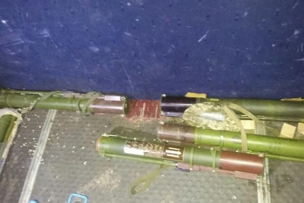 В Донецкой области в автомобиле нашли пять РПГ и боеприпасы