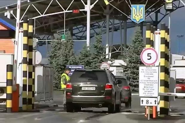 Из-за терактов в Париже в Украине усиливают таможенный контроль