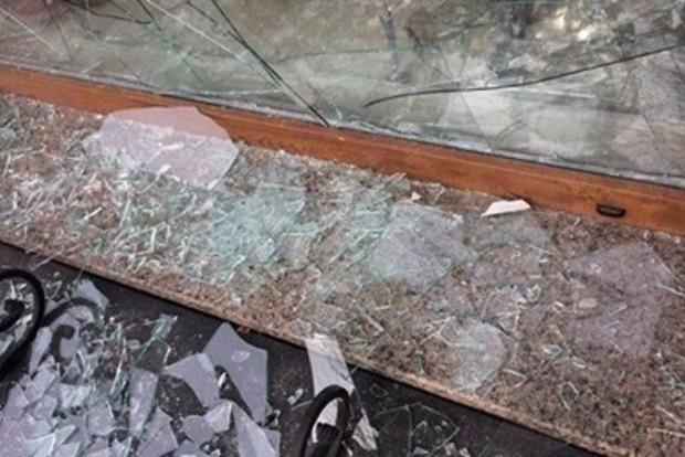 Бездомная разнесла двери столичного банка, чтобы согреться