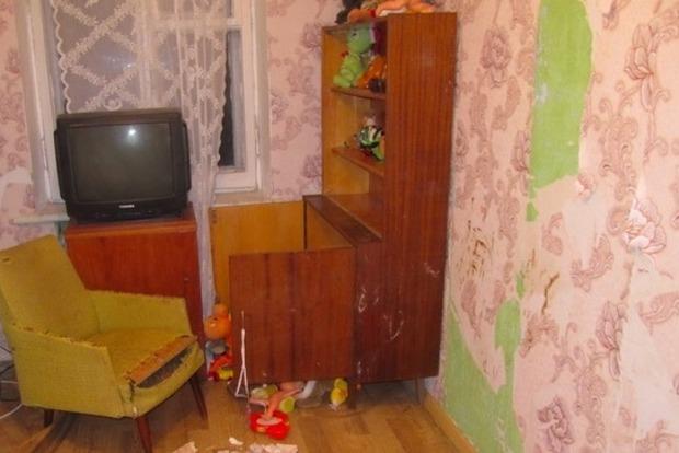 Горе-матери, которая оставила двух детей на 9 дней, сообщили о подозрении