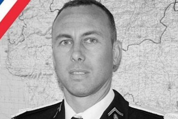 Во Франции умер обменявший себя на заложников офицер полиции