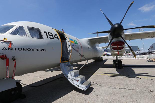 Украина похвалилась на Le Bourget новеньким Ан-132D, а Россия привезла только макеты