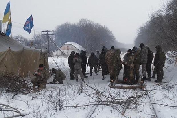 Оппоблок требует от власти прекратить блокаду Донбасса