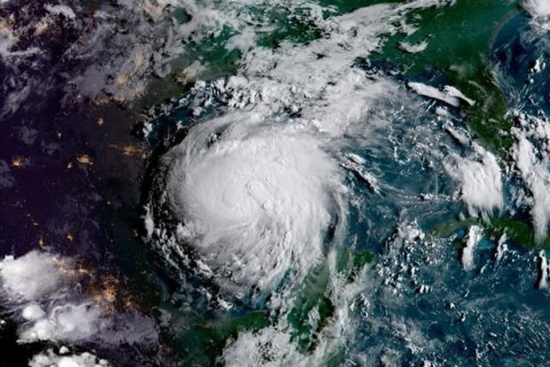 На США надвигается самый мощный ураган за последние 12 лет
