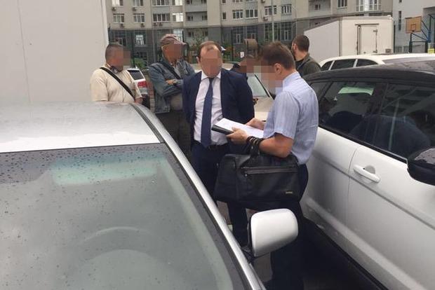 Два чиновника Укрзализныци погорели на взятке