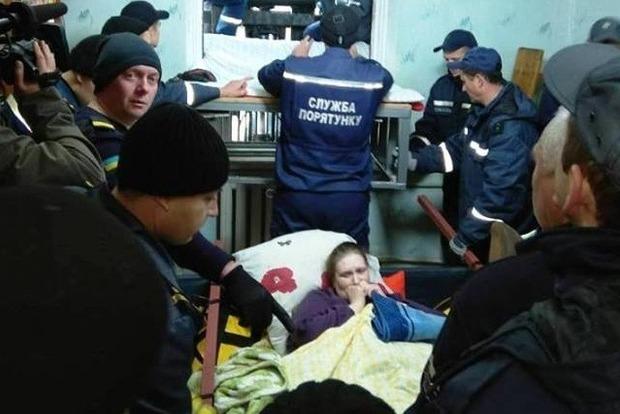 Спасатели помогли 370-килограммовой житомирянке выбраться из дома