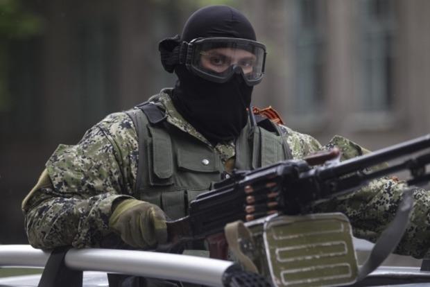 За ночь боевики восемь раз обстреляли позиции сил АТО