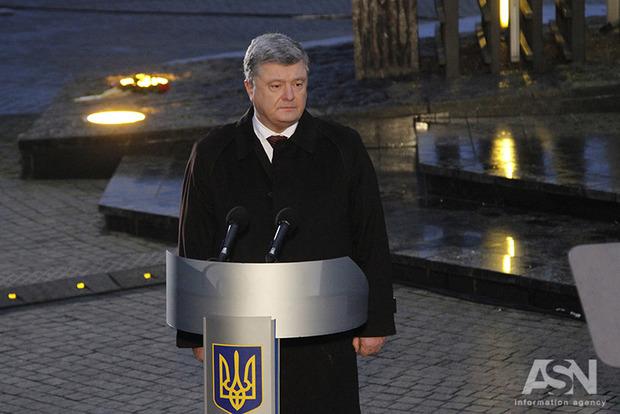 Президент Украины поддержал введение военного положения. Слово за Радой