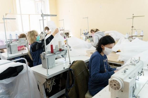 На фабрике в Виннице, где шили защиту от коронавируса, семеро сотрудников заболели COVID-19