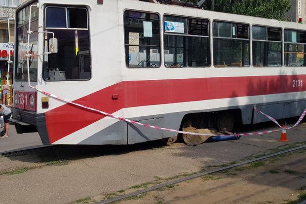 Теперь самоубийцы атакуют трамваи. Страшное происшествие в Николаеве (18+)