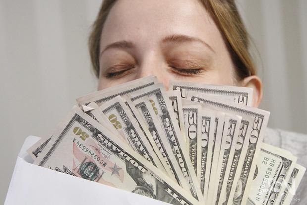 Самые нищие и самые богатые. Стало известно, сколько зарабатывают нардепы и министры