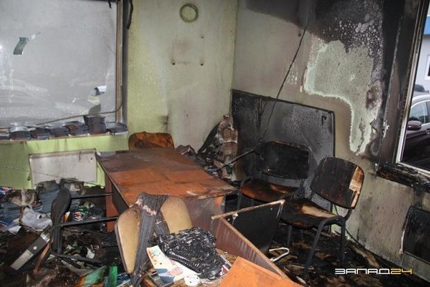 В России сожгли штаб партии Путина. Появилось видео