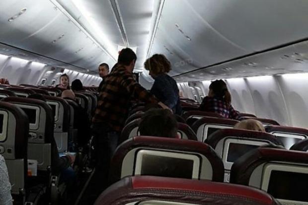 ЧП в Николаеве: самолет из Египта не смог приземлиться из-за снегопада