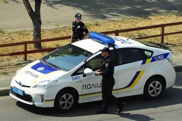 Минфин обнаружил слежку за своим офисом на Подоле в Киеве