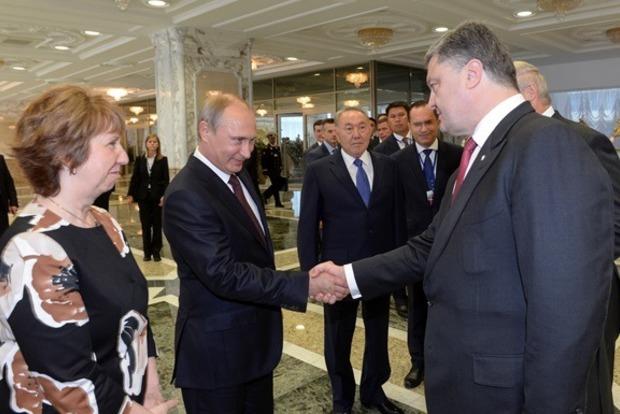 Порошенко обсудил с Путиным освобождение украинских заложников