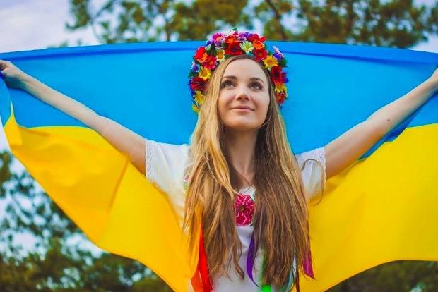 В Черниговской области установили новый рекорд Украины: в селе подняли 317 флагов