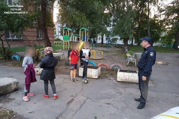 Хмельницкие дети вызвали патрульных для бабушки, которая мешала им играть