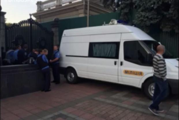 К зданию Верховной Рады прибыл Гелетей для ареста Мосийчука