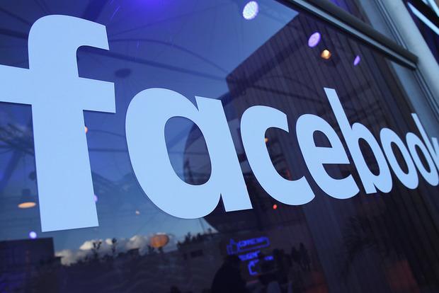 Фейсбук тестирует разделенную надве колонки новостную ленту