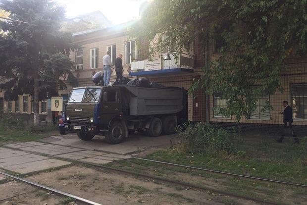 В отделение полиции в Одессе привезли КамАЗ марихуаны