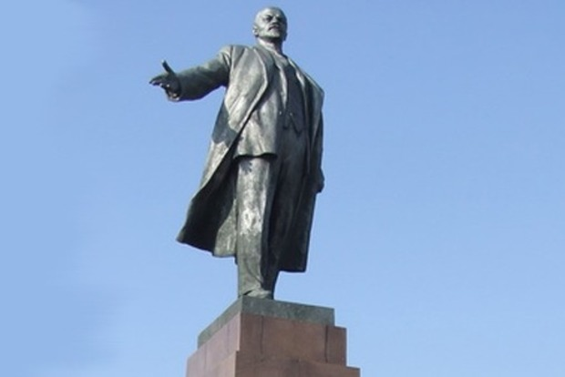 В Харьковской области повредили два памятника коммунистическим деятелям