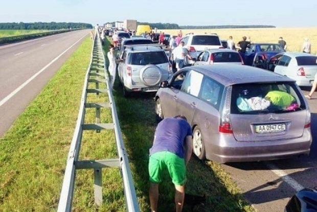 На трассе Киев - Одесса образовалась многокилометровая пробка (фото)