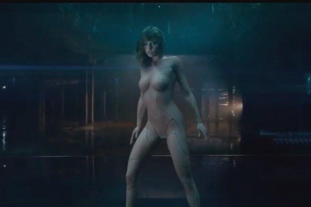 Тейлор Свифт разделась и показала свои протезы в новом клипе