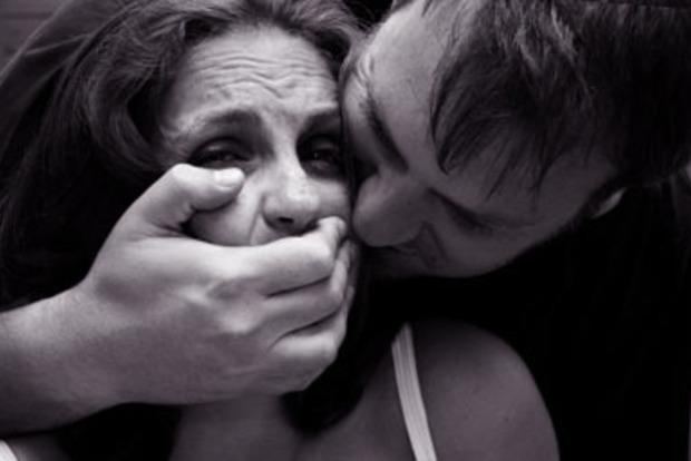 В воинской части под Мелитополем изнасиловали женщину
