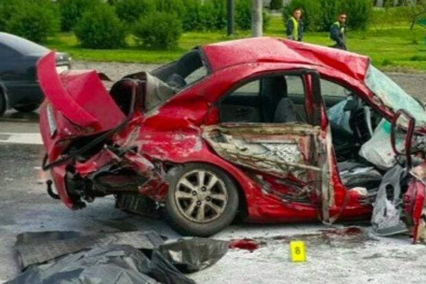 Жуткое ДТП в Киеве: таксист погиб, пассажир лишился руки