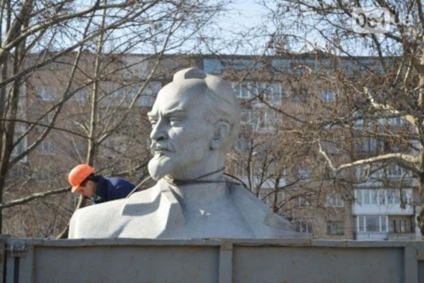 Демонтированный памятник Дзержинскому в Запорожье сдадут на вторсырье