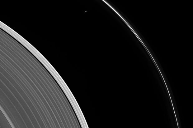 NASA опубликовало кадры Сатурна сзонда Кассини