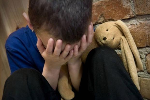 В Запорожье пьяный отчим едва не убил 8-летнего пасынка