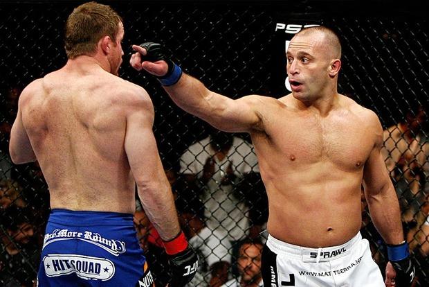 Буйний відвідувач ресторану напав на екс-чемпіона UFC. Кумедне відео