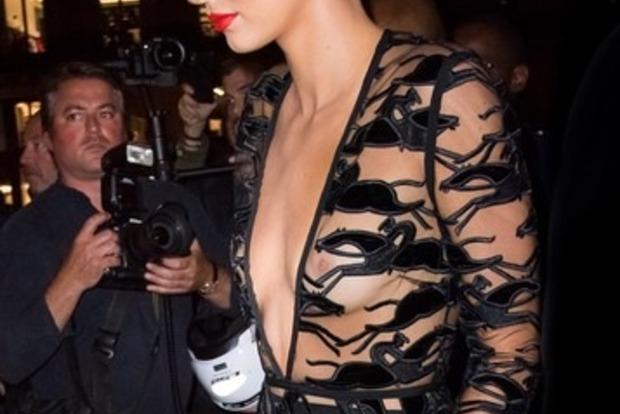 Кендалл Дженнер снова вышла в свет в «голом» платье