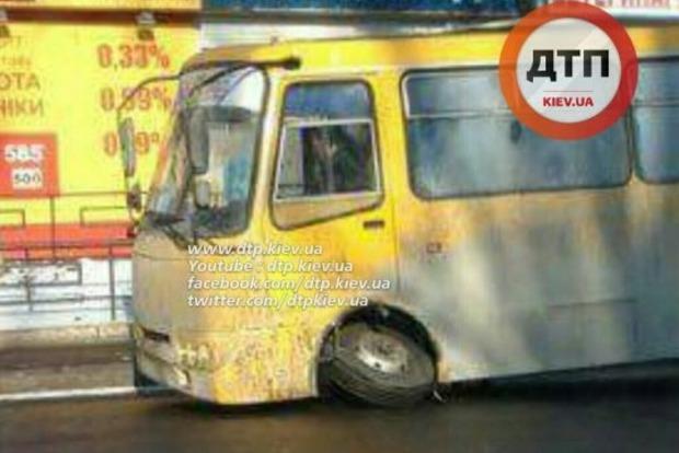 В Киеве на ходу развалилась маршрутка
