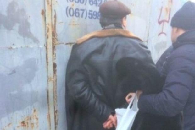 В Киеве ректор одного из вузов задержан при получении взятки от экс-студента