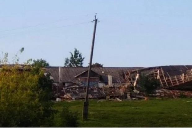 Сложился, как карточный домик: на Львовщине ураган разрушил здание колледжа