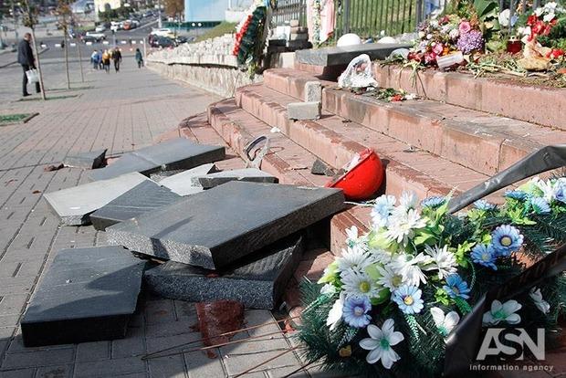 Сделал специально: вандал, разбивший памятник Небесной Сотне, объяснил свои мотивы