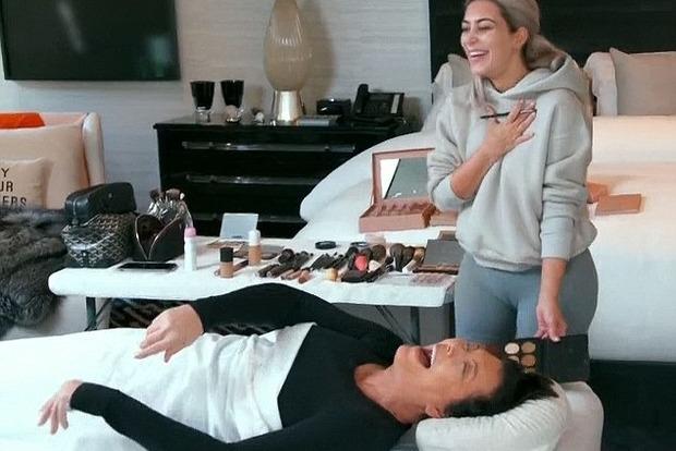 Ким Кардашьян научилась делать макияж мертвецам
