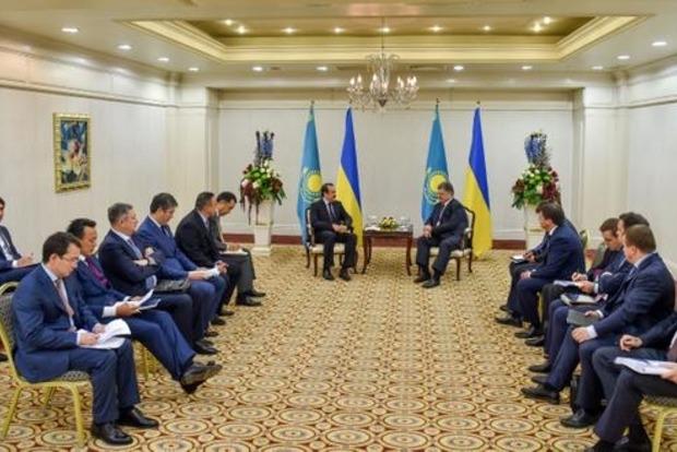 Порошенко обсудил в Казахстане участие Украины в шелковом пути
