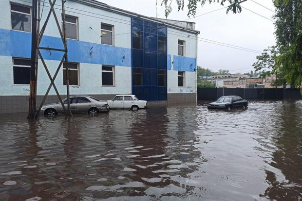 Одесса ушла под воду. Непогода продолжает бушевать на Западной Украине и в Причерноморье.